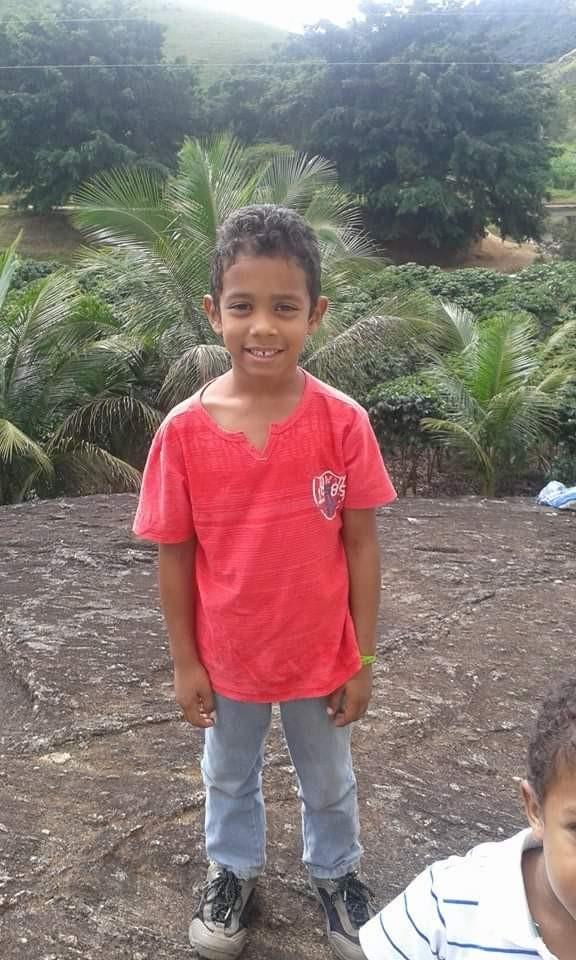 Criança morre em desabamento de escada na Serra, ES