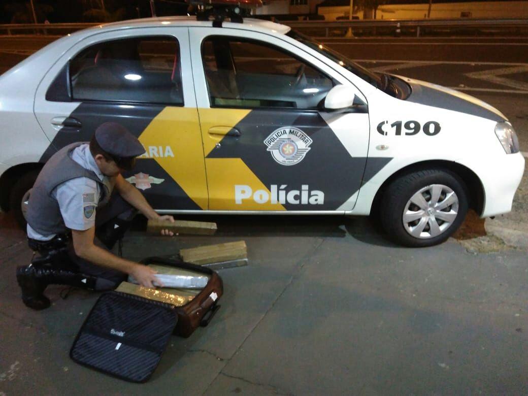 Polícia Rodoviária apreende maconha na bagagem de jovem em Bauru