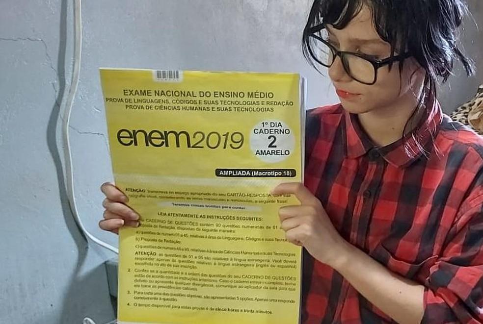 Bruna quer tirar boas notas para depois entrar em uma faculdade de psicologia. — Foto: Arquivo Pessoal