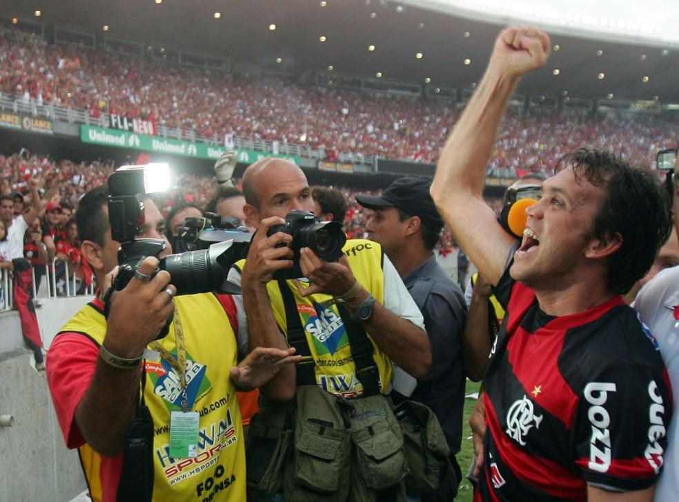 Festa do título de 2009 não teve a taça do Brasileirão no gramado — Foto: FABIO MOTTA; Ag. Estado