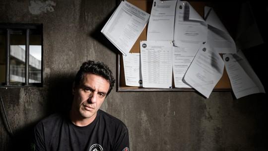 'Carcereiros': Conheça os conflitos de Adriano, personagem de Rodrigo Lombardi