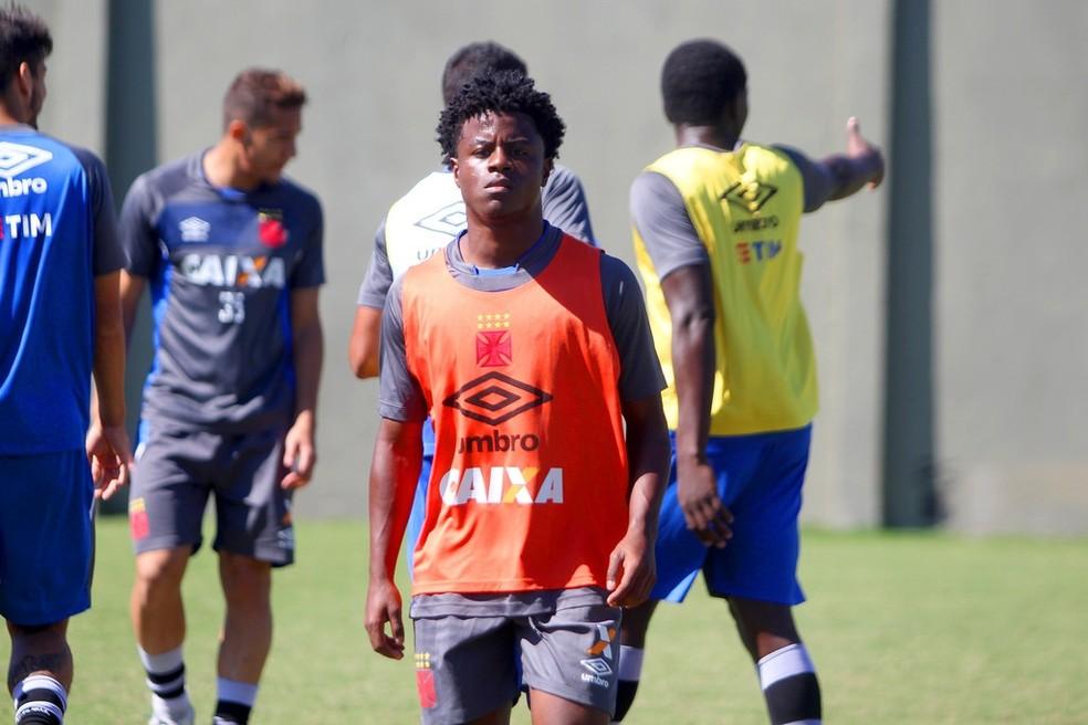 Robinho durante treino com o elenco profissional (Foto: Paulo Fernandes / Vasco)