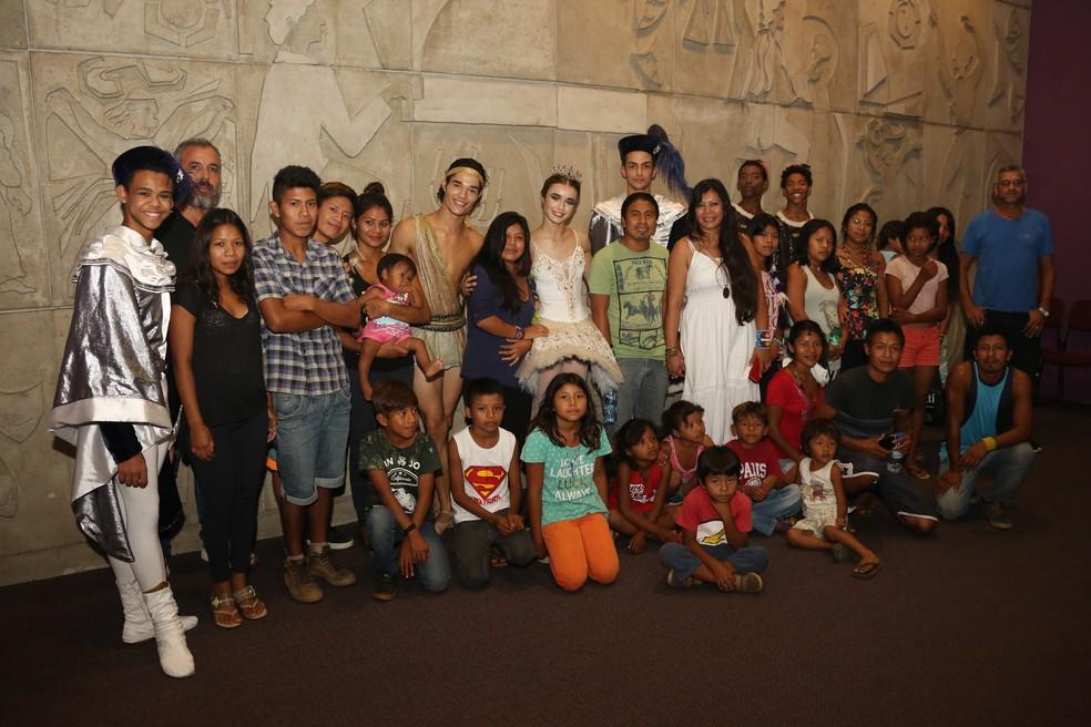 Indígenas visitaram o Teatro Bolshoi de Joinville   (Foto: Vanderleia Macalossi/Divulgação)