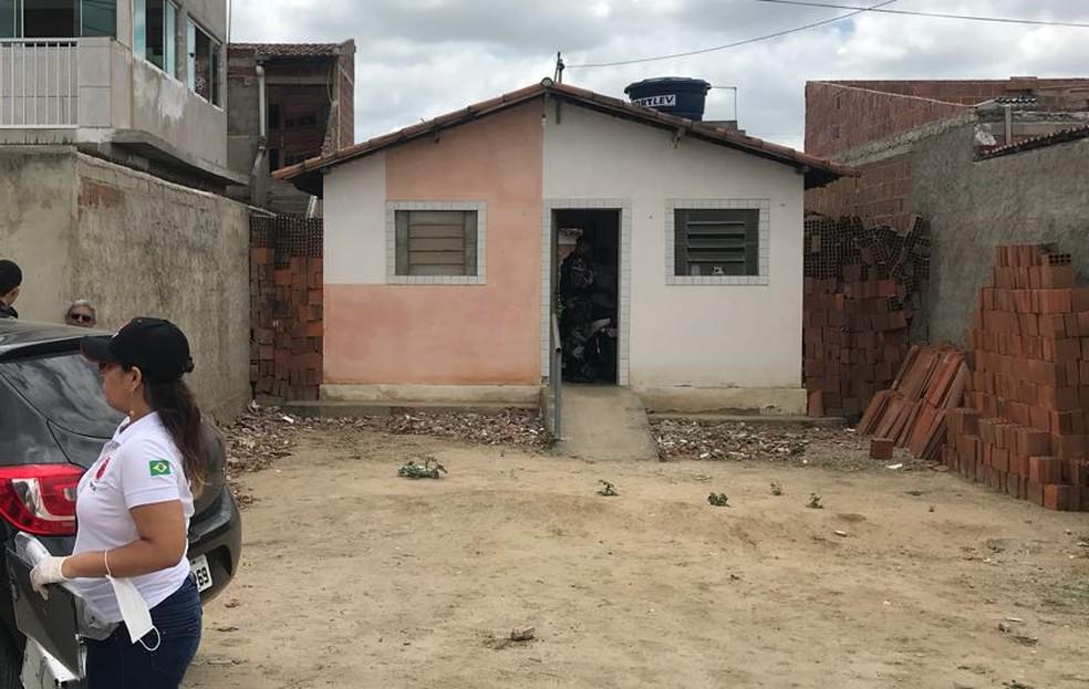 Mulher confessa matar marido envenenado em Campina Grande (Foto: Laisa Grisi/TV Paraíba)