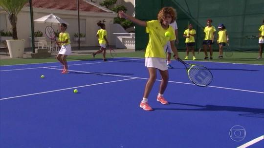 Tênis leva crianças de comunidade para dentro do Copacabana Palace
