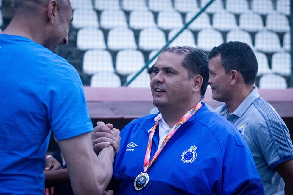 Amarildo Ribeiro, homem da confiança de Itair, é o responsável pela base do Cruzeiro — Foto: Gustavo Aleixo