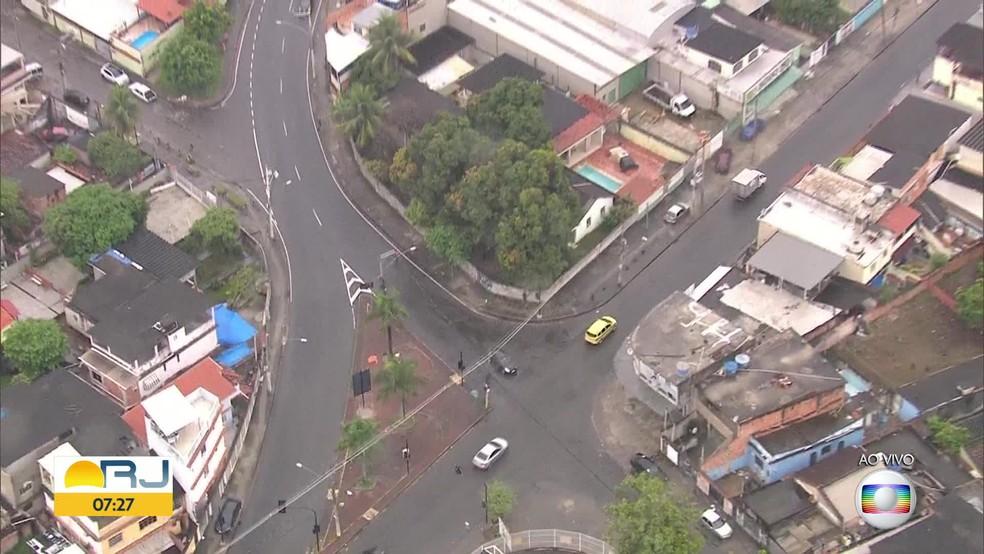 Família baleada em Anchieta, Zona Norte do Rio, na madrugada desta terça-feira (6) (Foto: Reprodução/TV Globo)