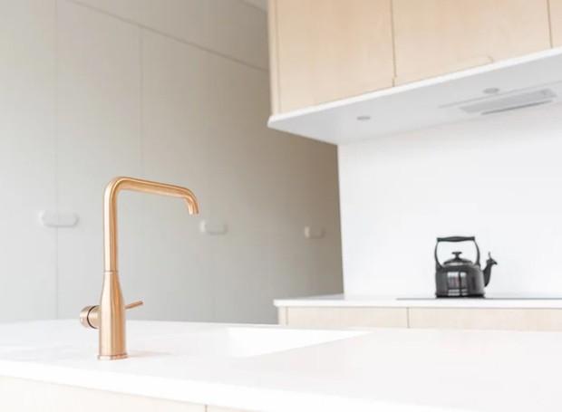 Não há muitos detalhes no design da peça central, que inclui o quarto e a cozinha (Foto: Tim Stet & Leonard Faustle/ Designboom/ Reprodução)