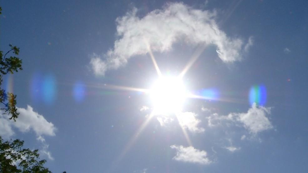 Segundo a climatologia, este mês é um dos mais quentes do ano. — Foto: Reprodução/Inter TV Costa Branca