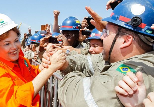 Dilma durante entrega de plataforma  (Foto: Roberto Stuckert Filho/ABr)