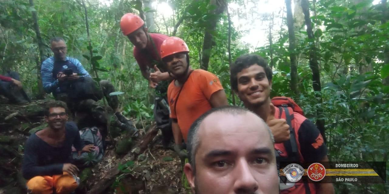 Turistas se perdem em trilha e são resgatados após operação de 12 horas em Ubatuba