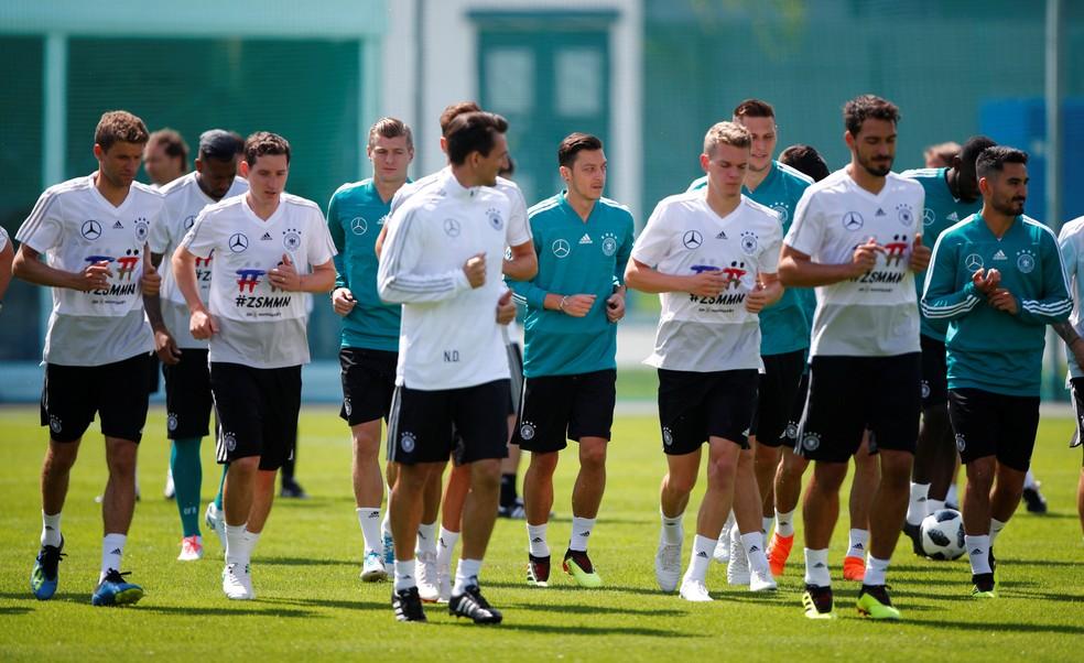 Jogadores da Alemanha realizaram atividade na manhã desta quarta (Foto: Reuters)