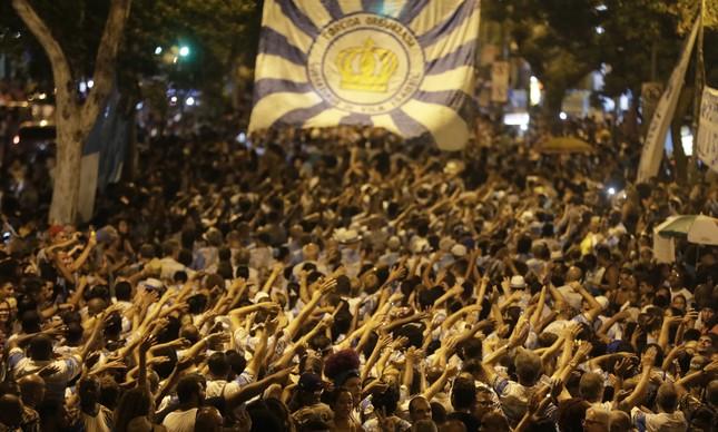 Um mar de gente toma o Boulevard 28 de Setembro, em Vila Isabel, para ensaio técnico da escola do bairro