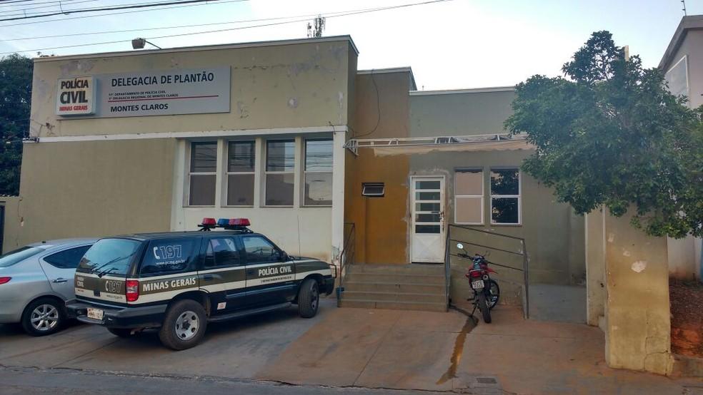 Caso foi levado para a Delegacia de Plantão (Foto: Juliana Peixoto/G1)