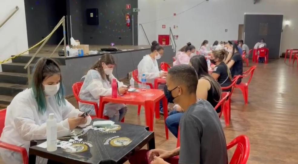 Dependências do CRB também vão abrigar vacinação da segunda dose da AstraZeneca pela manhã — Foto: Prefeitura de Cândido Mota/Divulgação