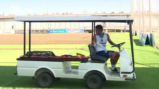 """Trio retorna de seleções, e Matheus Henrique vira """"motorista"""" em treino do Grêmio"""