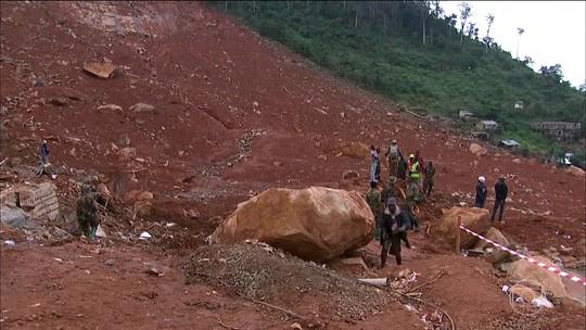 Ao menos 105 crianças estão entre os mais de 300 mortos em deslizamento em Serra Leoa