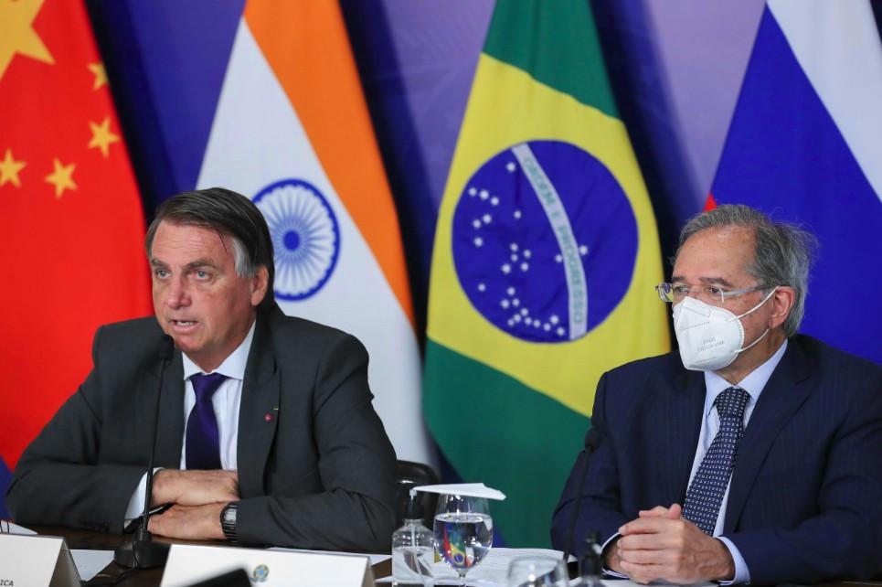 O presidente Jair Bolsonaro e o ministro da Economia, Paulo Guedes, participam de videoconferência na XIII Cúpula do BRICS (Brasília - DF, 09/09/2021)