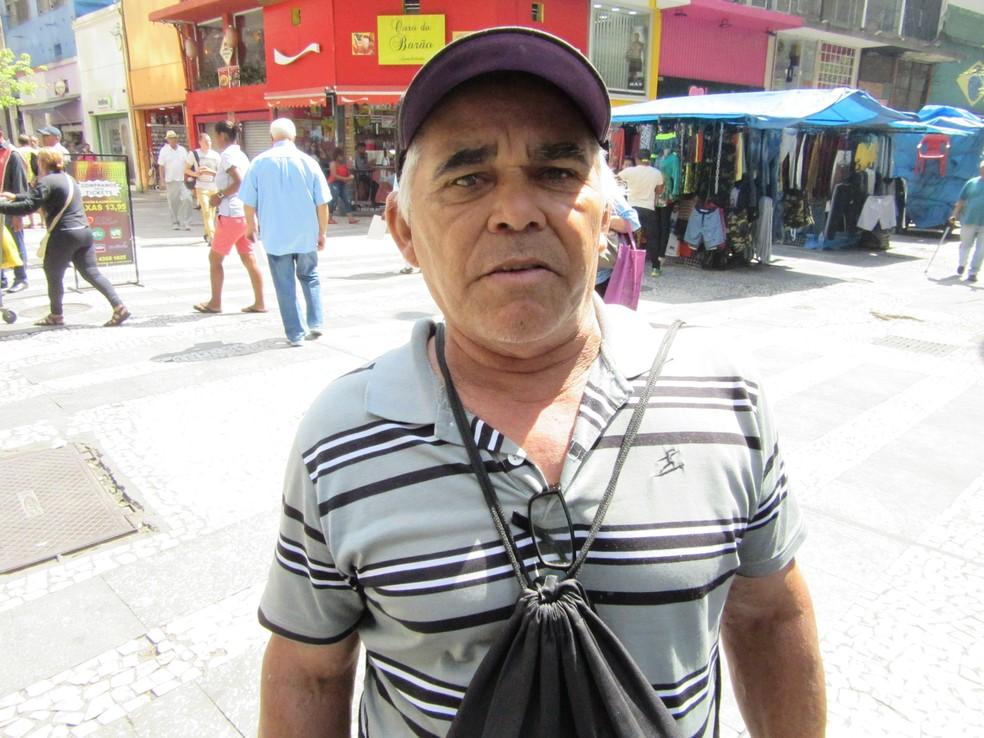 'Não existe mais', diz José Eduardo de Araújo, desempregado há 5 meses. (Foto: Darlan Alvarenga/G1)