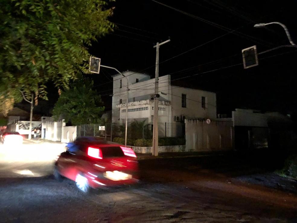 Ruas de Sobral sem energia após apagão que atingiu Região Norte do Ceará nesta terça (4) — Foto: Mateus Ferreira/ TV Verdes Mares