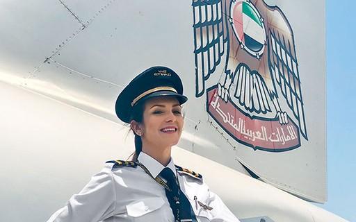 Resultado de imagem para Flávia aviadora brasileira nos emirados