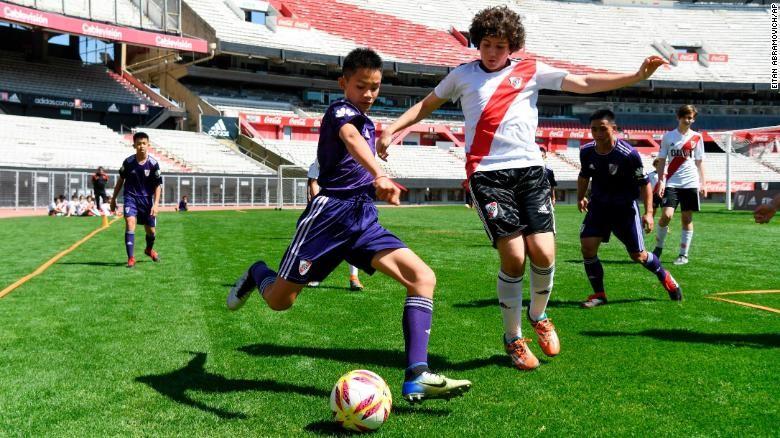 Meninos dos Javalis Selvagens em partida com o River Plate, sub 13 (Foto: Reprodução Instagram)