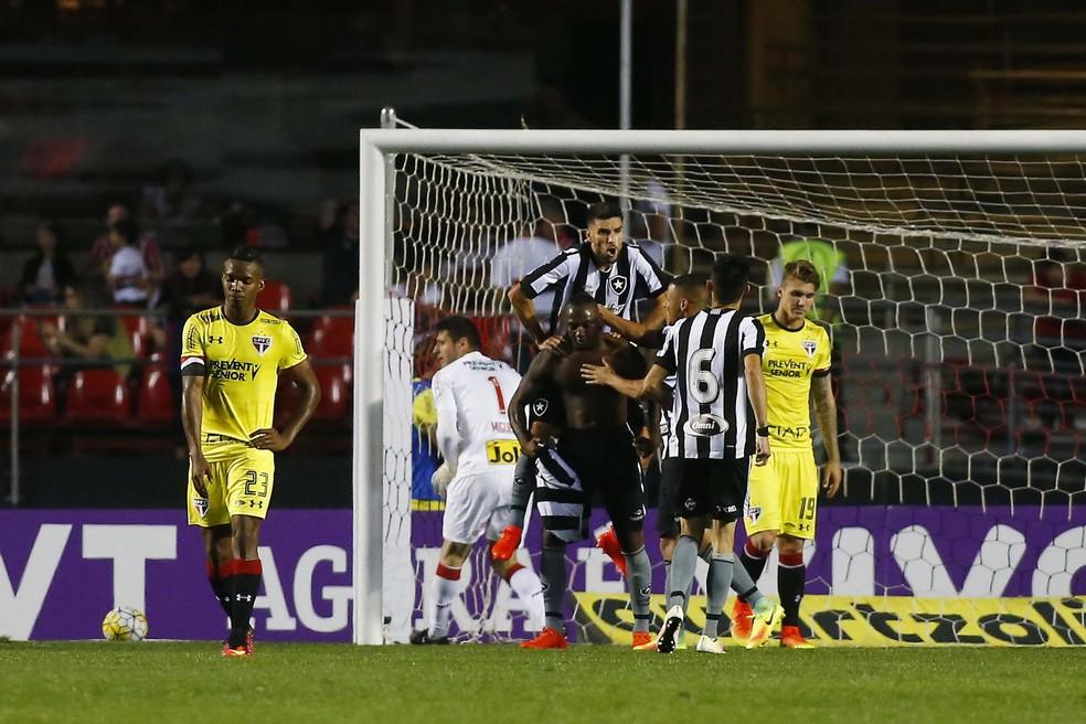 23566e146e456 ... Última visita do Botafogo ao Morumbi foi com vitória — Foto  Marcos  Bezerra Futura