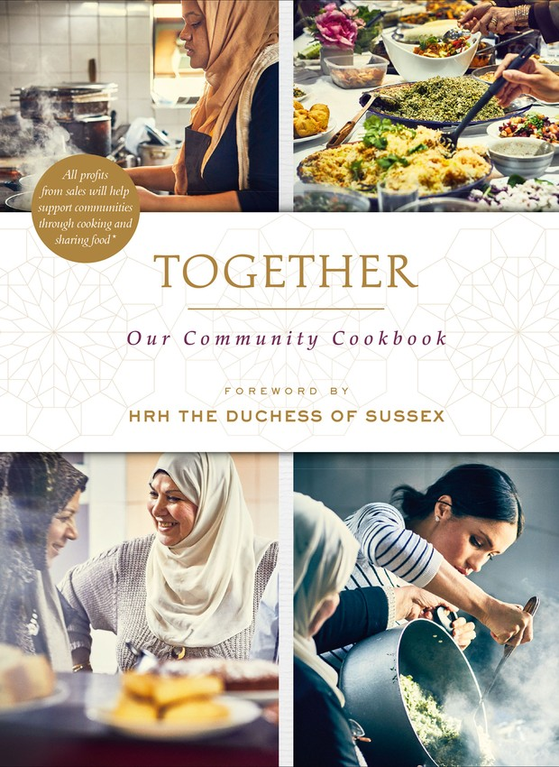 "Livro ""Together: Our Community Cookbook"" (Foto: Together: Our Community Cookbook/ Reprodução)"