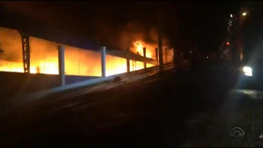Incêndio consome empresa em Erechim