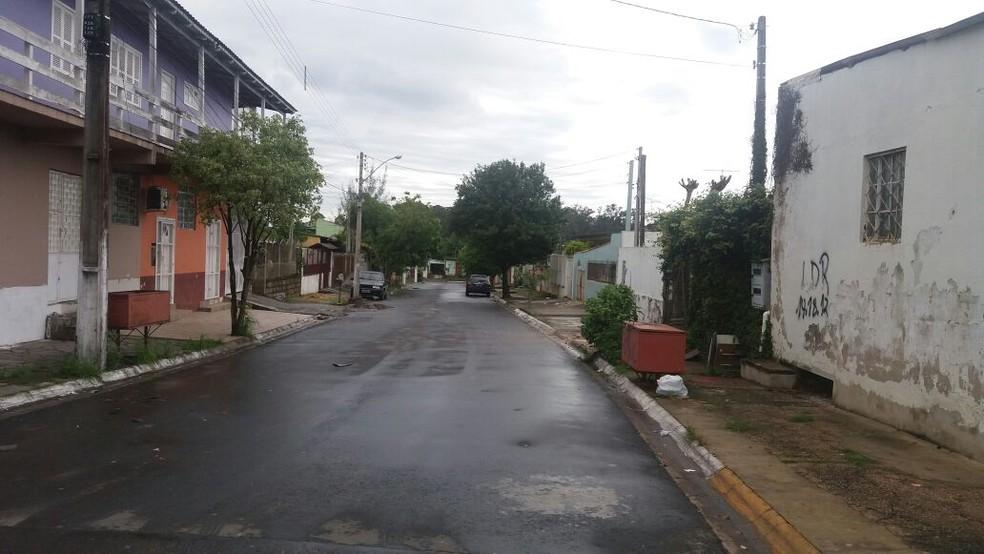 Rua onde ocorreu a festa e o tiroteio em Gravataí (Foto: Francieli Alonso/RBS TV)