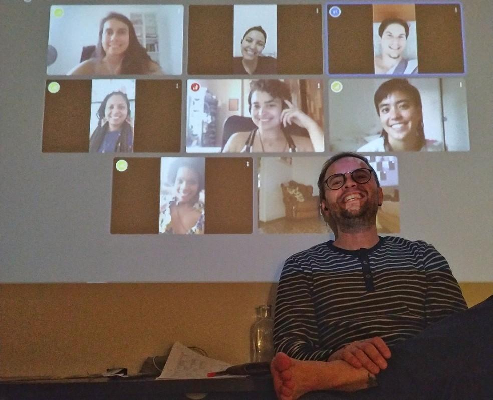 Eder Fernandes foi surpreendido com uma festa virtual em seu aniversário durante isolamento por causa do coronavírus — Foto: Acervo pessoal