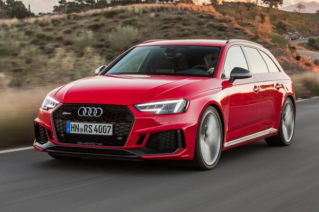 Novo Audi RS4 tem detalhes esportivos como o kit aerodinâmico (Foto: Divulgação)