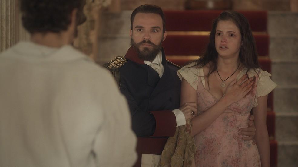 Domitila (Agatha Moreira) fica chocada com decisão de Dom Pedro (Caio Castro), em 'Novo Mundo' — Foto: TV Globo