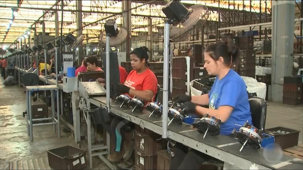 Fábrica registra aumento na produção de ventiladores em Catanduva — Foto: Reprodução/ TV TEM