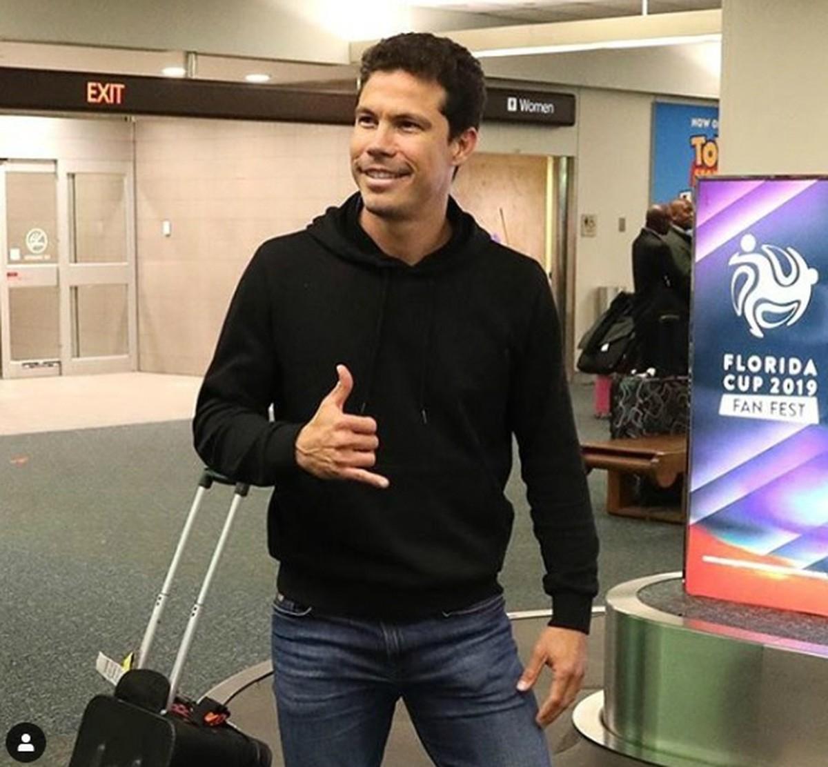 99c5b19db3 Hernanes chega aos EUA e já está com a delegação do São Paulo