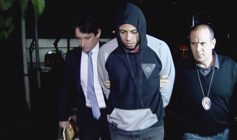 Thiago, que agrediu universitário em balada em Santos, se entregou à polícia (Foto: Reprodução/TV Tribuna)