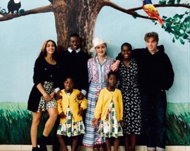 Madonna com os filhos (Foto: Instagram)