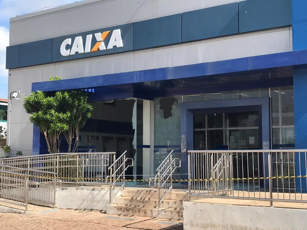 Uma das agências atacadas em Touros foi a da Caixa Econômica Federal — Foto: Kleber Teixeira/Inter TV Cabugi