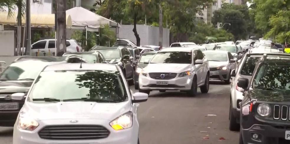 Volta às aulas no Recife deve levar mais 250 mil veículos às ruas — Foto: Reprodução/TV Globo