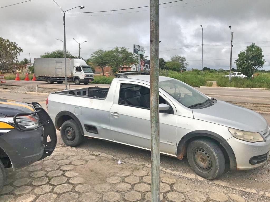 Motorista inabilitado é detido com caminhonete roubada em Caruaru
