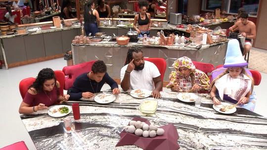Brothers almoçam juntos