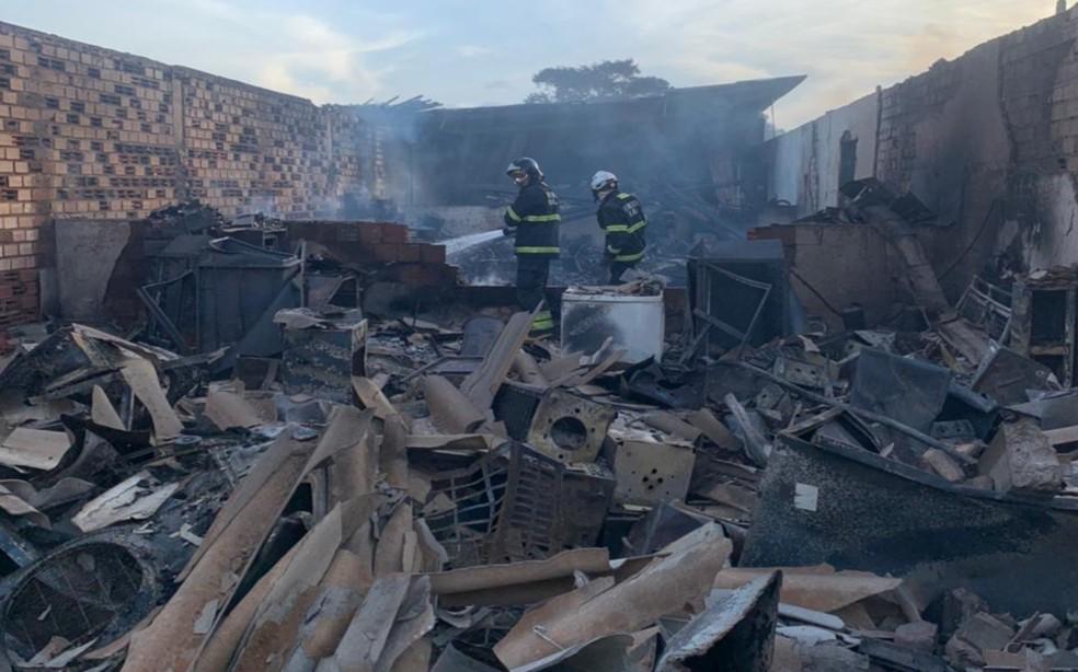 Incêndio atingiu depósito do Dnit, em Cruz das Almas, no recôncavo baiano — Foto: Divulgação/Corpo de Bombeiros