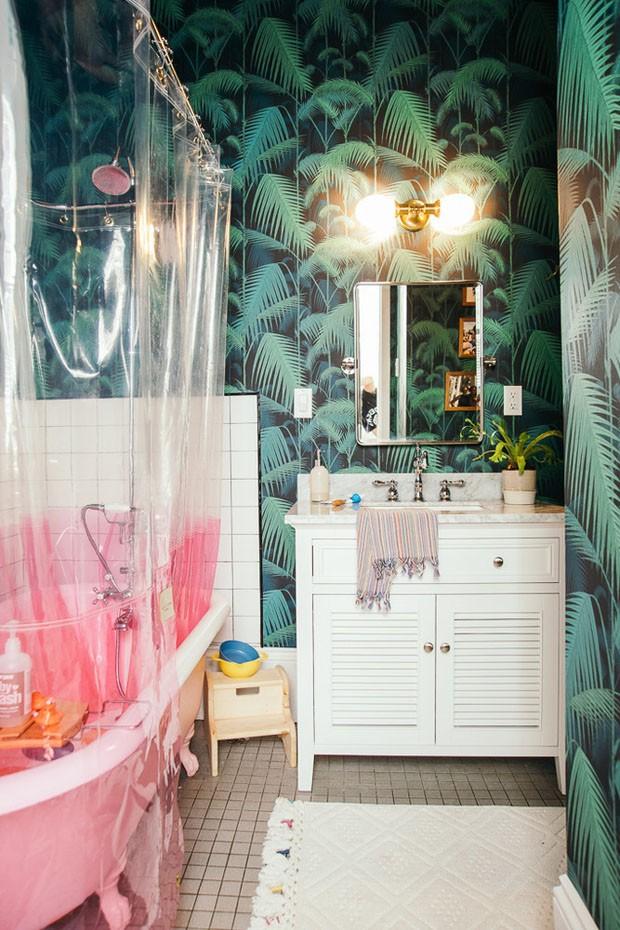 Décor do dia: banheiro vintage com toques de cor (Foto: AUGUSTA PHOTOGRAPHY)