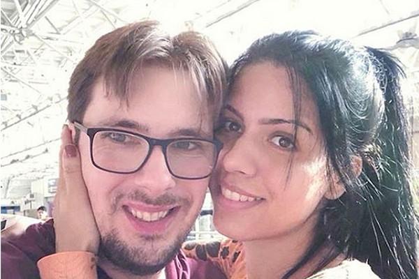 A brasileira Larissa dos Santos Lima com seu noivo americano (Foto: Instagram)