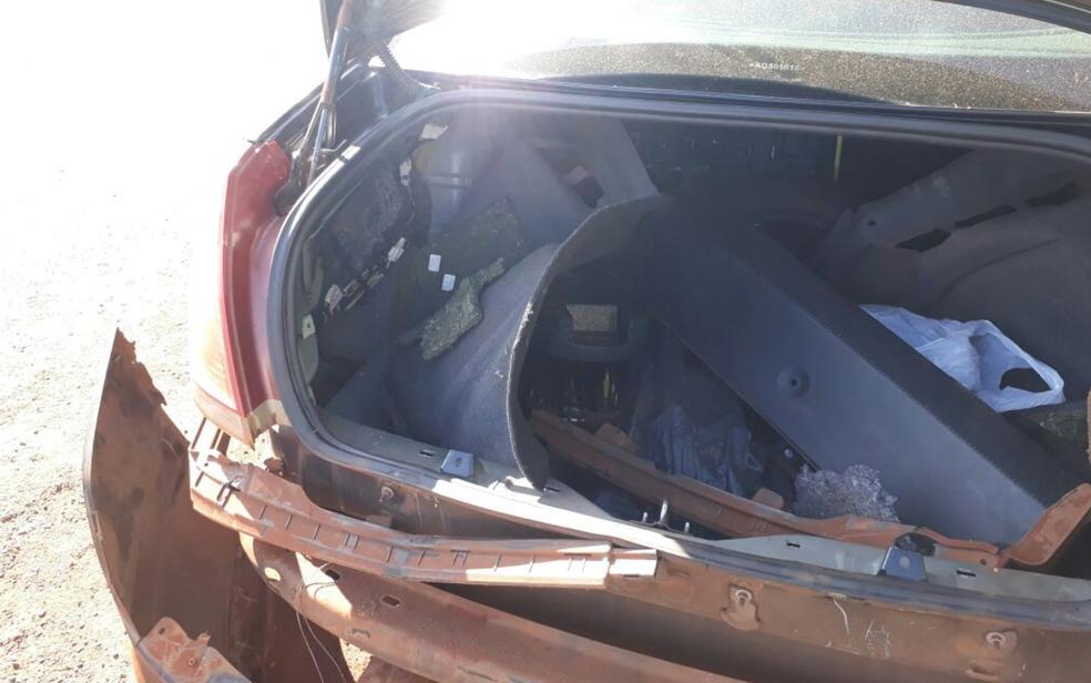 Fundo em falso de carro onde foram achados 40 kg de maconha escondidos, em Goiás (Foto: Polícia Civil/Divulgação)