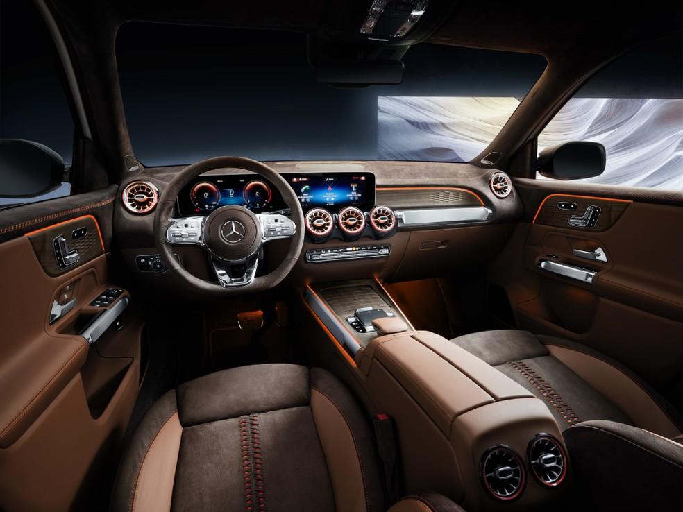 Interior luxuoso perderá grande parte de seus exageros na versão de produção. — Foto: Divulgação/Mercedes-Benz