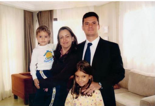 Rosangela e Sergio Moro com os filhos em 2006