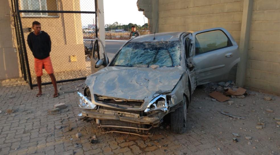 Motorista estava sozinho. Ele não resistiu aos ferimentos e morreu no local — Foto: Isaac Macêdo/SVM