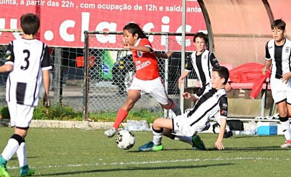 Manu disputou torneios não oficiais com a camisa do Benfica — Foto: Arquivo pessoal