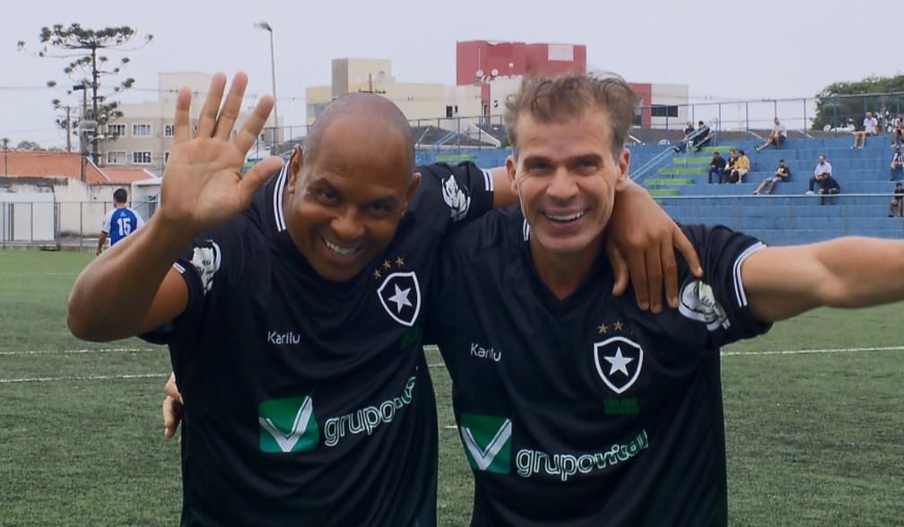 Donizete Pantera e Tulio Maravilha comemoram gol pelo Botafogo de São José dos Pinhais — Foto: Reprodução/RPC